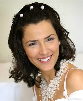 bridal hairstyle  simple short hairstyle with white rose