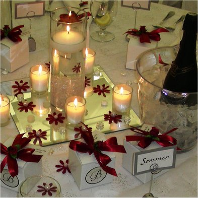 White And Red Wedding Table Centerpiece With Candles