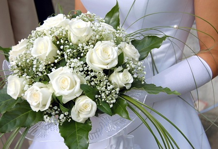 Winter White Roses Bridal Bouquet   Wedding Bouquets Photo Gallery